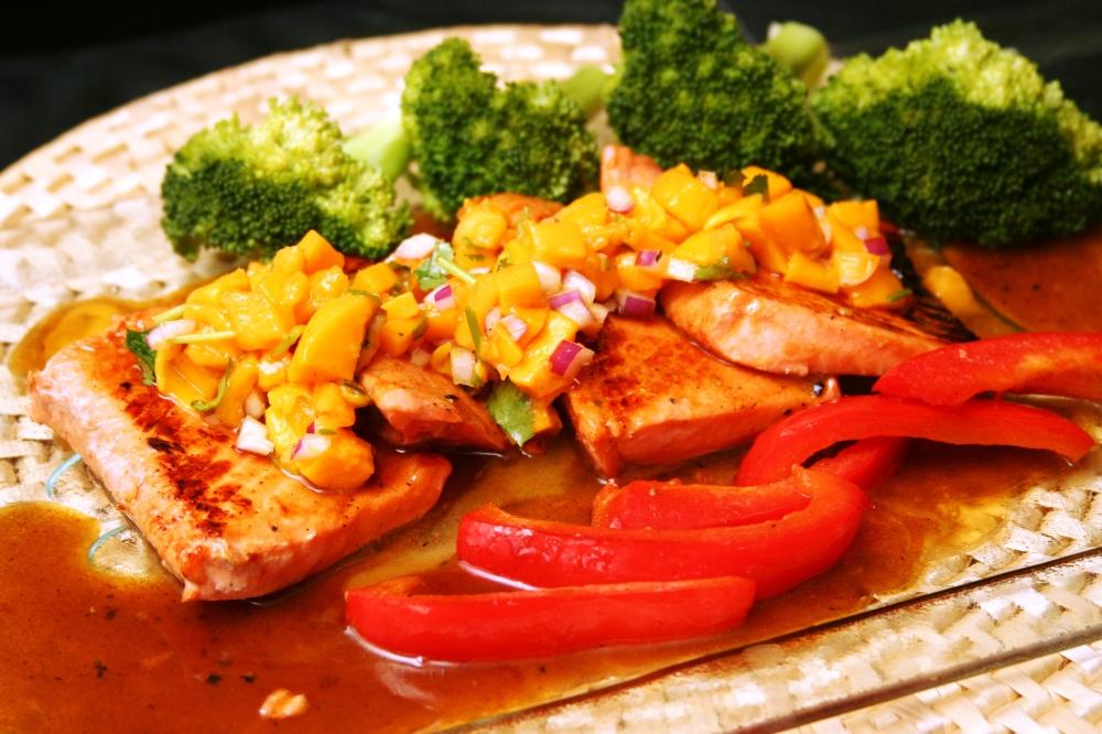 Honey miso glazed Pacific Spring salmon, mango and papaya salsa 汁味噌焗三文柳,木瓜杧果醬汁